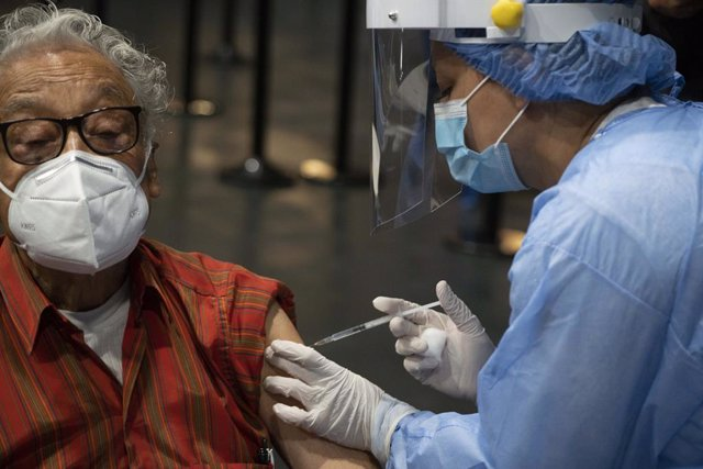12 March 2021, Colombia, Bogota: A health worker injects and elderly man with a dose of the Chinese Sinovac coronavirus vaccine during a vaccination campaign for elderly people in a vaccination centre Photo: Daniel Garzon Herazo/ZUMA Wire/dpa