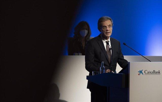Archivo - El presidente de CaixaBank, Jordi Gual