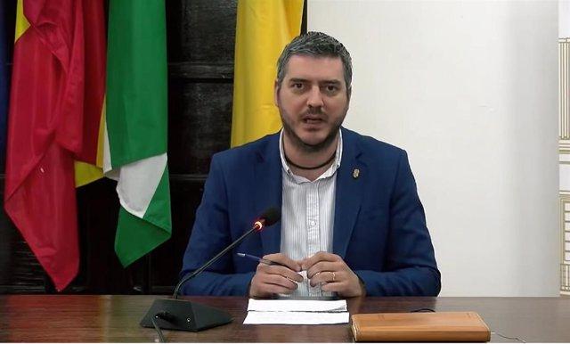 El regidor, Francisco J. Martínez, en una comparecencia pública