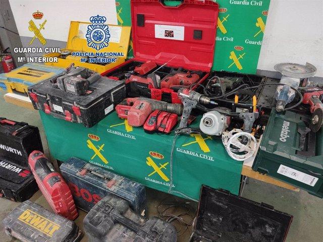 Objetos incautados a los cuatro detenidos por robar en el interior de vehículos en Guadalajara