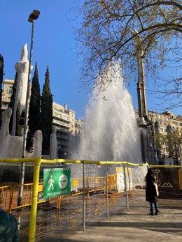 Rebenta una canonada d'aigua a les obres del col·lector de la Diagonal de Barcelona.