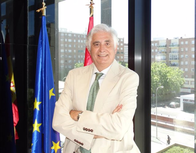 Archivo - El presidente y consejero delegado de Cofides, José Luis Curbelo
