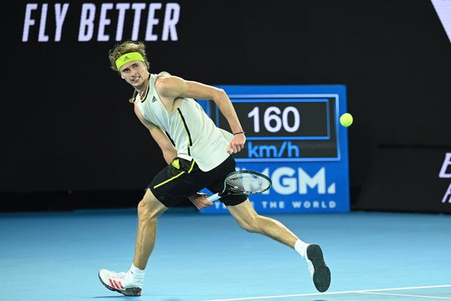 Archivo - Alexander Zverev of Germany in action during his Men's Quarter finals singles match against Novak Djokovic of Serbia on Day 9 of the Australian Open at Melbourne Park in Melbourne, Tuesday, February 16, 2021. (AAP Image/Dave Hunt) NO ARCHIVING,