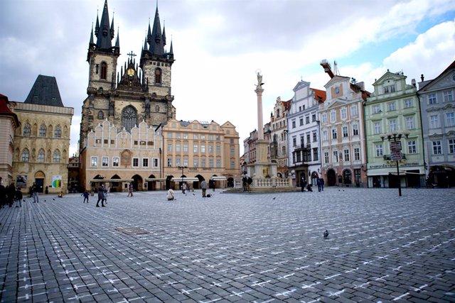 Homenaje a las víctimas del coronavirus en Praga