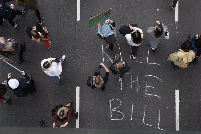 Protesta a Bristol contra la llei policial.