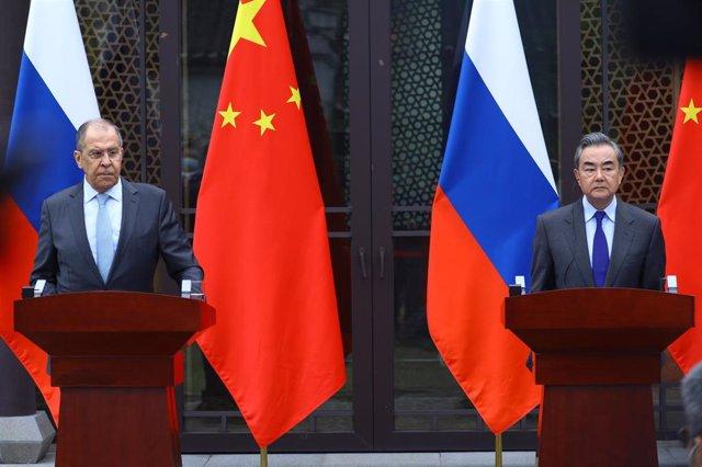 Sergei Lavrov y Wang Yi.