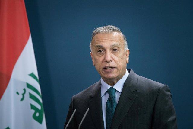 Archivo - El primer ministro de Irak, Mosfatá al Kazemi
