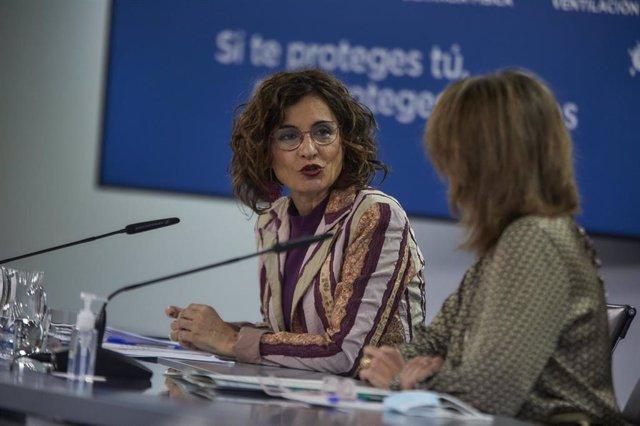 La ministra de Hacienda y portavoz del Gobierno, María Jesús Montero, interviene en una rueda de prensa tras la reunión del Consejo de Ministros, en La Moncloa, Madrid (España), a 23 de marzo de 2021.