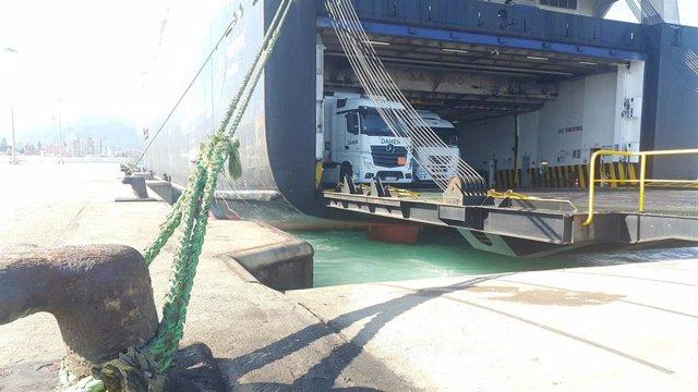 Archivo - Tráfico de mercancía en el puerto de Algeciras