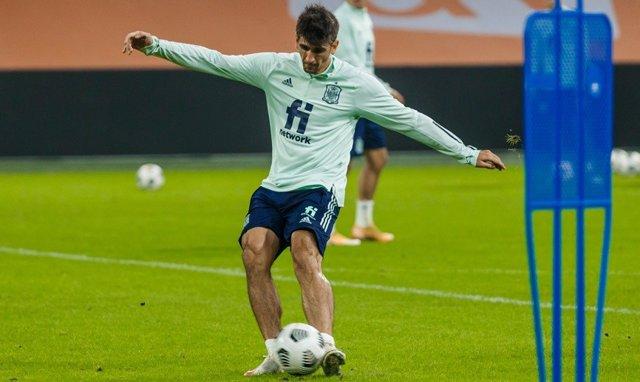 El jugador internacional Gerard Moreno en un entrenamiento con la selección española
