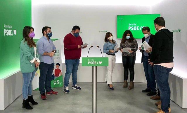 Pérez y Conde, en la rueda de prensa del PSOE de Sevilla
