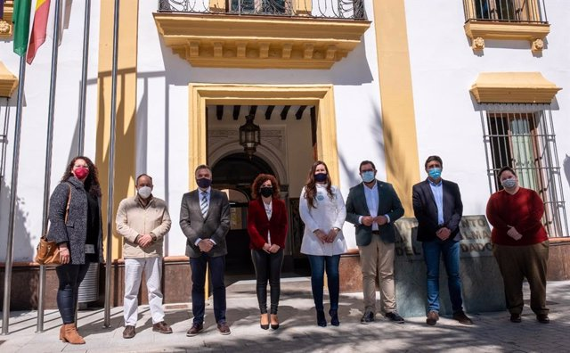 La presidenta de la Diputación de Huelva, María Eugenia Limón, visita La Palma del Condado.