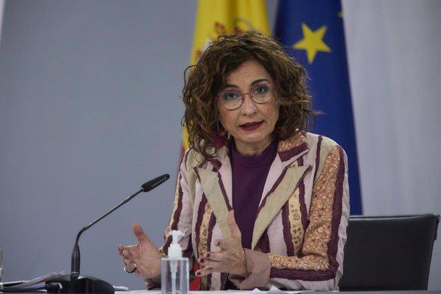 La ministra de Hacienda y portavoz del Gobierno, María Jesús Montero, interviene en una rueda de prensa tras la reunión del Consejo de Ministros, en La Moncloa, Madrid (España), a 23 de marzo de 2021. El Consejo de Ministros es el primero que se ha celebr