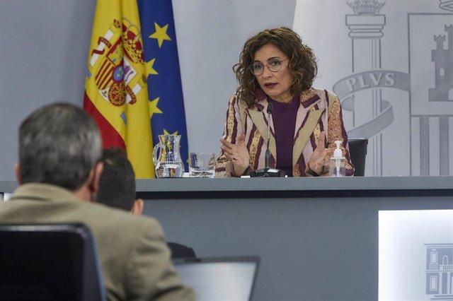 La ministra de Hacienda y portavoz del Gobierno, María Jesús Montero, interviene en una rueda de prensa tras la reunión del Consejo de Ministros, en La Moncloa, Madrid (España), a 23 de marzo de 2021