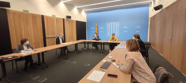 Imatge de la reunió prèvia a la roda de premsa del vicepresident del Govern, Pere Aragonès, la consellera de Salut, Alba Vergés, el secretari de Salut Pública, Josep Maria Argimon, i el director del Servei Català de la Salut, Adrià Comella.
