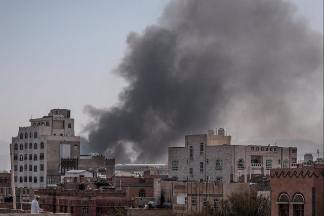 07 March 2021, Yemen, Sanaa: Heavy smoke billows from a military base after the Saudi-led coalition on Sunday mounted a series of airstrikes on Yemen's rebel-held capital Sanaa amid an increase inattacks by the Houthi rebels against neighbouring Saudi Ar