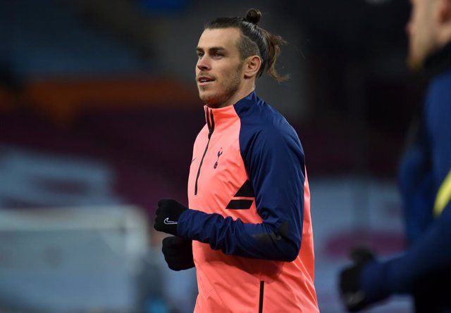 21 March 2021, United Kingdom, Birmingham: Tottenham Hotspur's Gareth Bale warms up prior to the start of the English Premier League soccer match between Aston Villa vs Tottenham and Hotspur at Villa Park. Photo: Rui Vieira/PA Wire/dpa