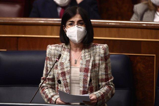 La ministra de Sanidad, Carolina Darias, interviene durante una sesión plenaria en el Congreso de los Diputados, Madrid, (España), a 18 de marzo de 2021.