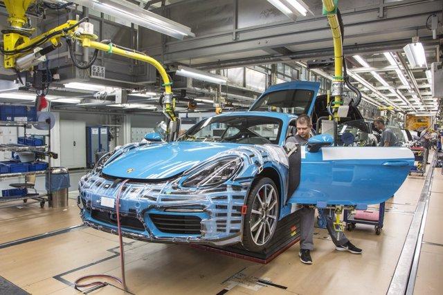 Archivo - Producción de Porsche en Zuffenhausen (Alemania)
