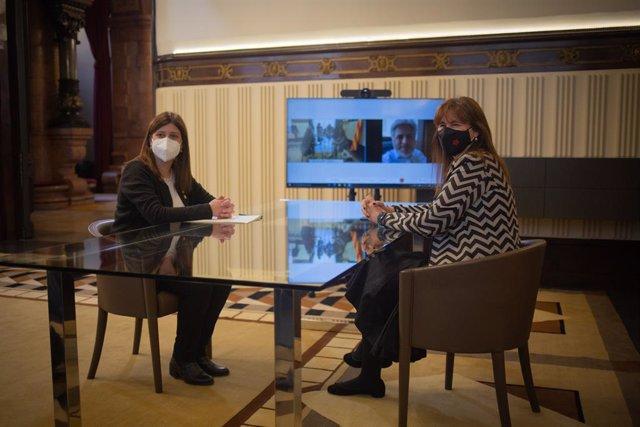 La presidenta del Parlament, Laura Borràs, es reuneix presencialment amb Gemma Geis i telemàticament amb Albert Batet.