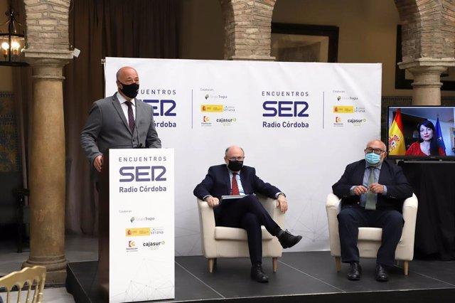 El presidente de la Diputación de Córdoba, Antonio Ruiz (izda.), participa en los Encuentros Ser Radio Córdoba '¿Por dónde pasa el futuro del agua? Estrategias y retos'.