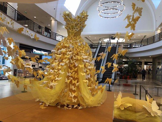 Vestido de mariposas en Plaza Xanadú