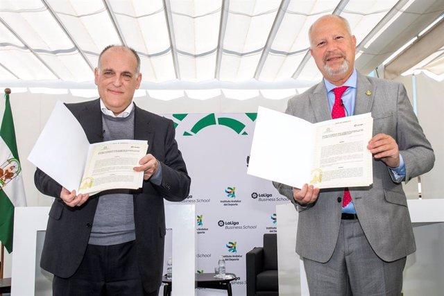 La Junta de Andalucía y LaLiga promoverán la formación y el desarrollo social a través del deporte.