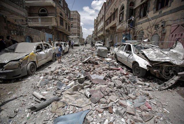 Archivo - Bombardeo de la coalición saudí en Saná