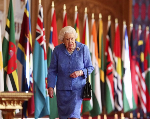 06 March 2021, United Kingdom, Windsor: Queen Elizabeth II walks past the flags of the Commonwealth member countries as part of Commonwealth Day at St George's Hall in Windsor Castle. Photo: Steve Parsons/PA Wire/dpa