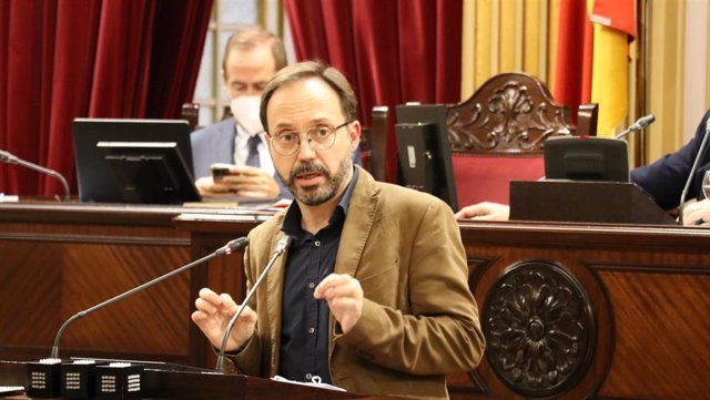 Archivo - El diputado de MÉS per Menorca Josep Castells.