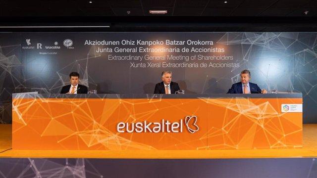 Archivo - Imagen de archivo de la junta extraordinaria de accionistas de Euskaltel.