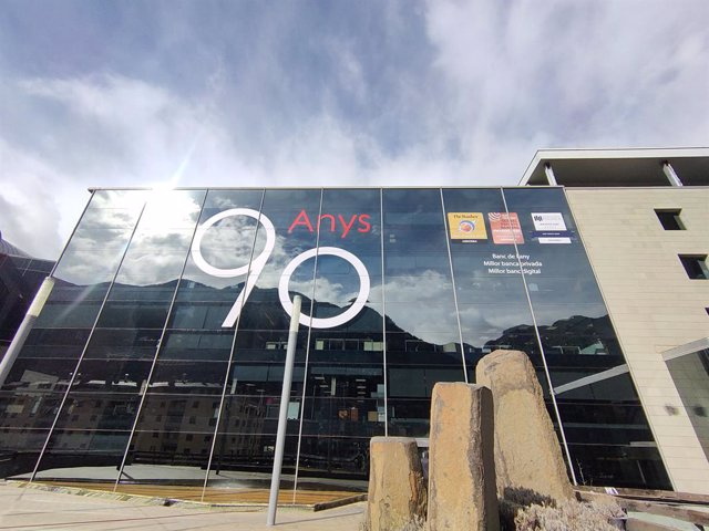 Archivo - Arxiu - La seu central d'Andbank, a Escaldes-Engordany, amb el logo commemoratiu del 90è aniversari de l'entitat.