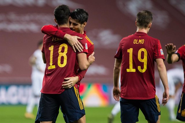 Archivo - Celebrate score of Ferran Torres of Spain during the UEFA Nations league match between Spain and Germany at the la Cartuja Stadium on November 17, 2020 in Sevilla Spain