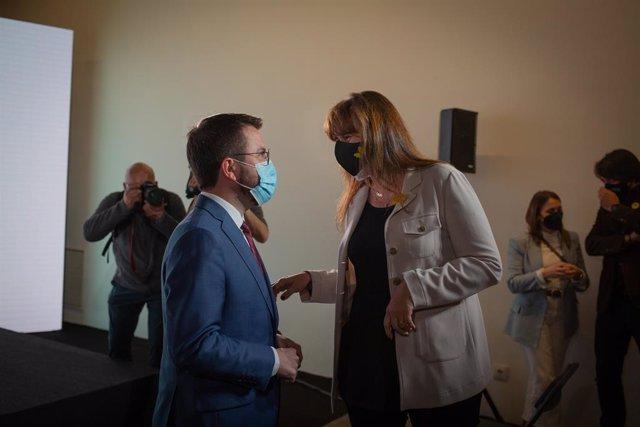 El vicepresident de la Generalitat en funcions i candidat d'ERC a la Presidència, Pere Aragonès, i la presidenta del Parlament, Laura Borràs, en una imatge d'arxiu.