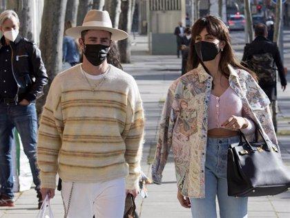 Hiba Abouk, complicidad y risas con Pelayo Díaz durante una lujosa jornada de shopping