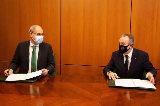 Caja Rural de Asturias y Colegio de Gestores Administrativos firman un convenio de colaboración.