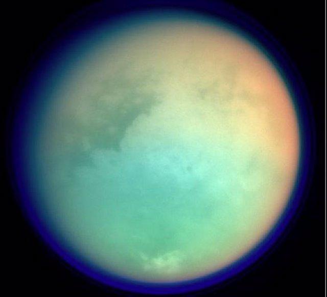 Imagen de Titán obtenida en infrarrojo por la misión Cassini/Huygens