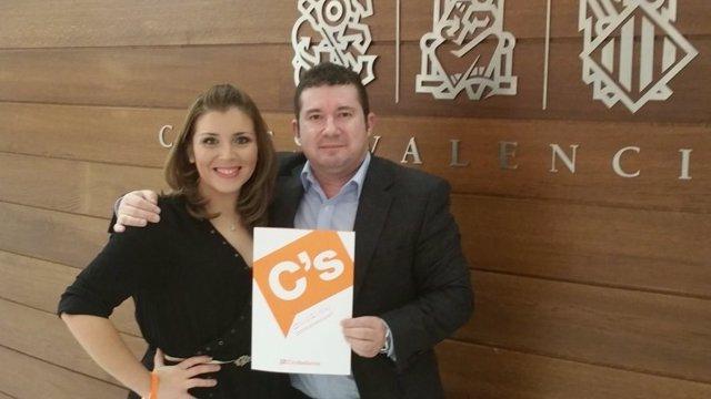 Archivo - La vicealcaldesa de Alicante, Mari Carmen Sánchez, y el senador valenciano de Ciudadanos Emilio Argüeso.