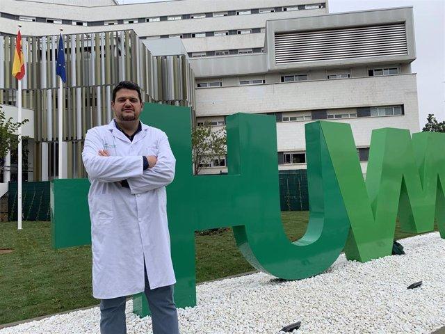 Manuel Caro, especialista del Servicio de Oftalmología del Hospital Macarena