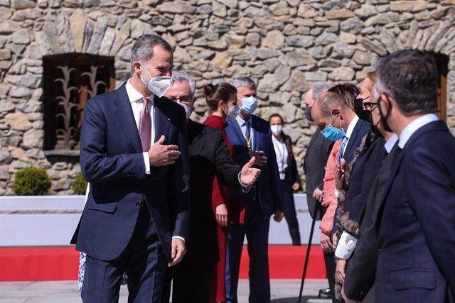 Els reis Felip i Letícia, rebuts a Andorra la Vella (Andorra) pel coprínciep Joan Enric Vives, entre d'altres.