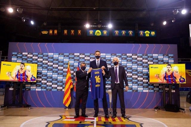 Presentación de Pau Gasol como nuevo jugador del FC Barcelona, en el Palau Blaugrana