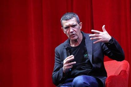 """Antonio Banderas cree que en octubre """"vamos a poder, si no llenar el teatro, estar al 75%"""""""
