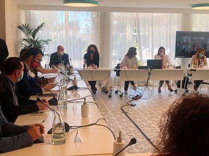 El Consell de Ibiza pide a Maroto que se acelere la vacunación en Baleares