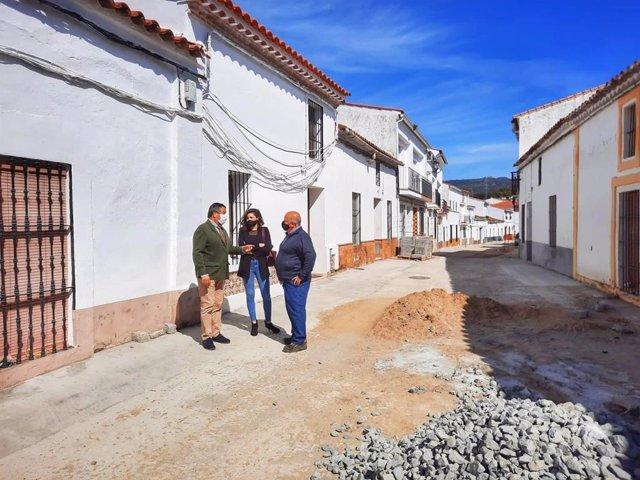 El delegado territorial de Regeneración, Justicia y Administración Local en Huelva, Alfredo Martín, en Arroyomolinos de León.