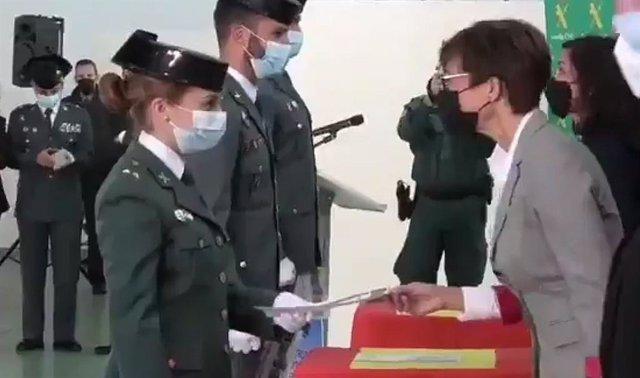 La teniente María Sol Rodríguez y la directora de la Guardia Civil, María Gámez
