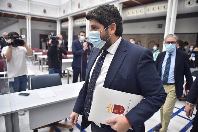 El presidente de la Comunidad Autónoma, Fernando López Miras, a su llegada al debate de la moción de censura