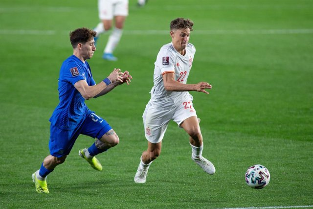 Marcos Llorente of Spain  and Kostas Tsimikas of Greece during the FIFA World Cup 2022 Qatar qualifying match between Spain and Greece at Estadio Nuevo Los Carmenes on March 25, 2021 in Granada, Spain.