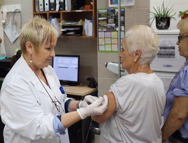 Archivo - Vacuna gripe