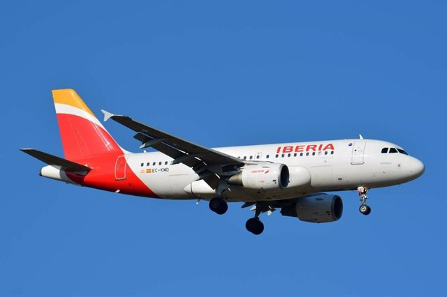 Archivo - Avión de Iberia.