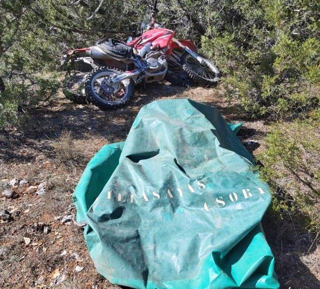 Lona utilizada para tapar las motos robadas.